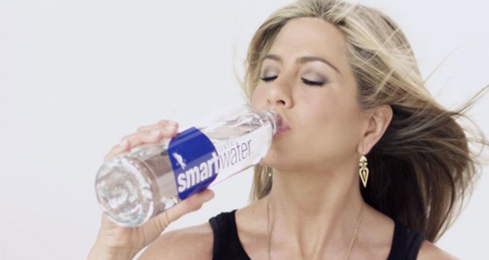 Jennifer Aniston Goes Viral